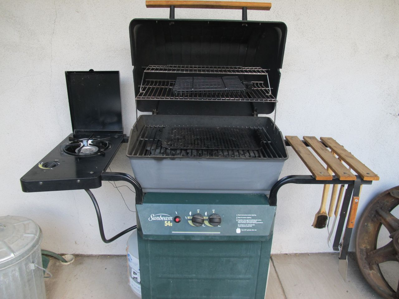 Now that it's clean, the 16-year-old barbecue looks pretty good.